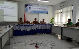 Menghadiri Acara Diskusi Kajian Isu/Opini Publik di Aula BPSDM Kominfo Banjarmasin